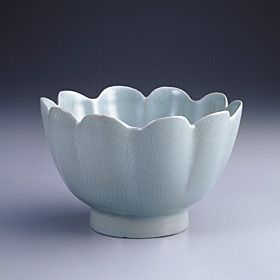 Ju Ware Bowl in the Shape of a Lotus