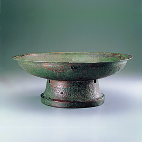 P'an Basin with Dragon Motif