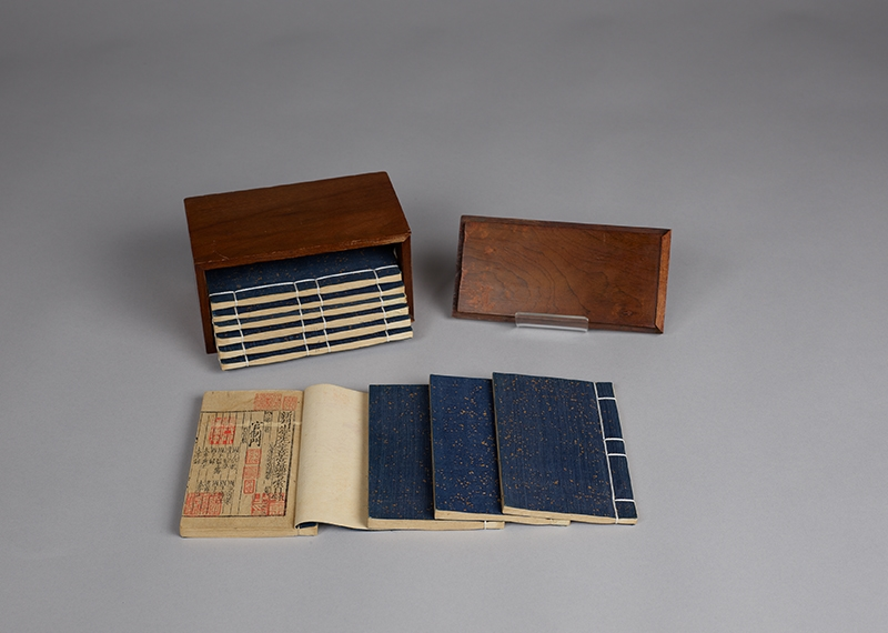 Books in the Palm of Your Hand: the Kerchief-box Editions in the National Palace Museum Collection