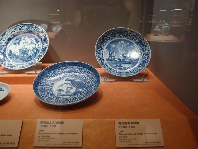 青花柳葉鳥紋盤(展間)